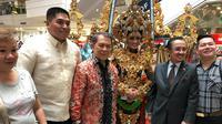 Dubes RI untuk Filipina Sinyo Harry Sarundajang (ketiga dari kiri) di Festival Perdagangan dan Pariwisata Indonesia (FPPI) 2019 (kredit: KBRI Manila)