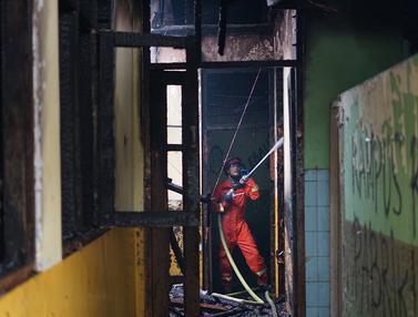 Kampus IISIP Jakarta Terbakar, Begini Penampakannya