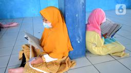 Anak-anak menghapal Al-Quran di Nabinatul Qur'an, Cinere,  Depok, Selasa (20/4/2021). Momentum bulan Ramadhan 14420 H juga dimanfaatkan anak-anak meningkatkan  kemampuan membaca Al-Quran. (merdeka.com/Arie Basuki)