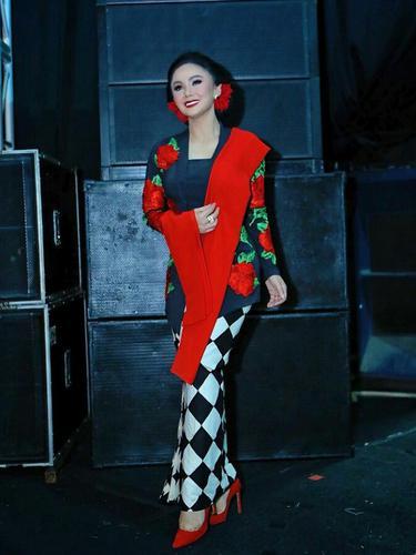 9. Yuni Shara