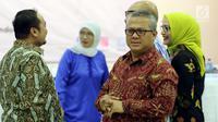 Ketua KPU Arief Budiman usai mengikuti rapat Penyampaian Penetapan Daerah Pemilihan dan Alokasi Kursi Anggota DPRD Kab/Kota Pemilu 2019 di Kantor KPU Pusat, Jakarta, Rabu (18/4). (Liputan6.com/JohanTallo)