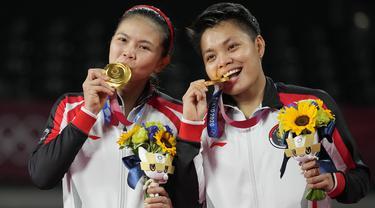 Foto: Luar Biasa, Pasangan Greysia Polii dan Apriyani Rahayu Persembahkan Medali Emas Pertama Olimpiade Tokyo 2020 untuk Indonesia
