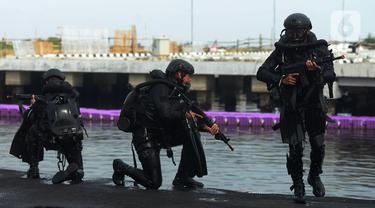 FOTO: Aksi Prajurit Kopaska Saat Latihan Peperangan Laut Khusus