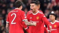 Bintang Manchester United, Cristiano Ronaldo mencetak gol ke gawang Villarreal pada matchday kedua Grup F Liga Champions 2021/2022 di Old Trafford, Kamis (30/9/2021). (AFP/Anthony Devlin)