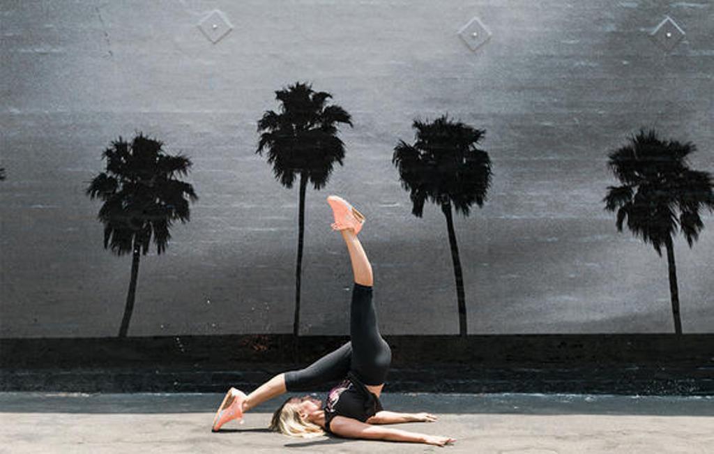 Gerakan untuk mengontrol keseimbangan | Sumber Foto: Prevention.com