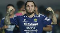 Marc Klok. Gelandang naturalisasi asal Belanda berusia 28 tahun ini didatangkan Persib Bandung dari Persija Jakarta pada 30 Juni 2021 menjelang bergulirnya BRI Liga 1 2021/2022. (Foto: Bola.com/M. Iqbal Ichsan)