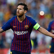 Penyerang Barcelona, Lionel Messi merayakan gol ke gawang PSV Eindhoven pada laga grup B Liga Champions di Camp Nou, Selasa (18/9). Dalam laga ini Messi mencetak trigol dan merupakan hattrick kedelapannya di Liga Champions. (AP/Manu Fernandez)
