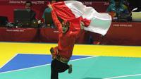 Pesilat Indonesia, Puspa Arumsari, melakukan selebrasi usai menjadi juara Asian Games di Arena Silat TMII, Jakarta, Senin (27/8/2018). Puspa meraih medali emas kelas seni kategori tunggal putri dengan nilai 467. (Merdeka.com/Arie Basuki)
