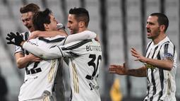 Pemain Juventus merayakan gol yang dicetak Federico Chiesa ke gawang Atalanta pada laga lanjutan Liga Italia di Allianz Stadium, Kamis (17/12/2020) dini hari WIB. Juventus bermain imbang 1-1 menghadapi Atalanta. (AFP/Marco Bertorello)