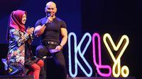Presenter Deddy Corbuzier dan selebgram Ria Ricis tampil dalam acara XYZ Day 2018. Acara berlangsung di The Hall Senayan City, Jakarta Pusat, Rabu (25/4/2018). (Bambang E Ros/Bintang.com)