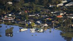 Sebagian bangunan terendam banjir di daerah Windsor, barat laut Sydney, Australia, Rabu (24/3/2021).  Sekitar 18.000 penduduk negara bagian terpadat di Australia telah meninggalkan rumah mereka sejak pekan lalu, dengan peringatan banjir dapat berlanjut hingga April. (Lukas Coch/Pool Photo via AP)