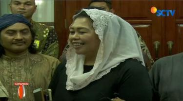 Putri presiden RI ke-4 KH Abdurrahman Wahid atau Gus Dur, Yenny Wahid menemui Ketua Umum Partai Gerindra Prabowo Subianto.