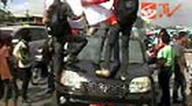 Aksi mahasiswa menolak rencana pengurangan subsidi bahan bakar minyak di Makassar, Sulsel, diwarnai penyanderaan mobil pelat merah.