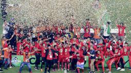 Pemain Persija Jakarta melakukan selebrasi usai menjuarai Liga 1 di SUGBK, Jakarta, Minggu (09/12). Persija Jakarta menang 2-1 atas Mitra Kukar. (Bola.com/M Iqbal Ichsan)