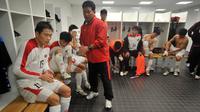 Kim Young-jun (depan) saat masih aktif bermain membela Timnas Korea Utara pada 2009. (AFP/Frank Perry)