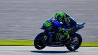Valentino Rossi saat mengikuti sesi kualifikasi di MotoGP Valencia (Jose Jordan/AFP)
