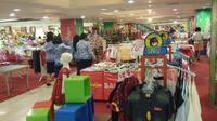 Empat PNS Pemkot Semarang terpergok sedang berbelanja di sebuah pusat perbelanjaan di Jalan Pemuda Semarang. (Liputan6.com/Edhie Prayitno Ige)