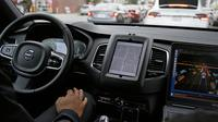 Tampilan interior dari mobil uber otonom atau tanpa sopir yang sedang melakukan test drive di San Francisco (13/3). Taksi berbasis online tanpa awak ini akan siap beroperasi di jalan-jalan California. (AP Photo/Eric Risberg)
