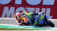 Marc Marquez harus tetap mewaspadai Valentino Rossi dalam persaingan gelar juara dunia MotoGP 2018. (MotoGP)