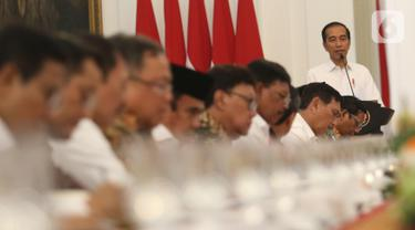 Presiden Joko Widodo saat memimpin rapat kabinet paripurna di Istana Merdeka, Jakarta, Kamis (24/10/2019). Dalam rapat kabinet paripurna perdana tersebut  mendengarkan arahan Presiden dan membahas anggaran pendapatan dan  belanja negara tahun 2020. (Liputan6.com/Angga Yuniar)