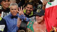 "Saúl ""Canelo"" Álvarez saat mengalahkan Sergey Kovalev tahun lalu (AFP/Steve Marcus)"