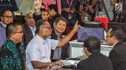 Tim hukum Prabowo-Sandi yang diketuai Bambang Widjojanto (tengah) mendaftarkan gugatan sengketa hasil Pilpres 2019 di Mahkamah Konstitusi, Jakarta, Jumat, (24/5/2019). Tim Hukum Prabowo-Sandiaga mengajukan 51 bukti dokumen dan saksi.(Www.sulawesita.com)