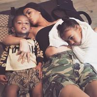 Keluarga Kardashian bisa dibilang sebuah keluarga yang besar. Jadi bukan hal yang aneh jika Kim Kardashian dikabarkan akan miliki anak keempat. (instagram/kimkardashian)