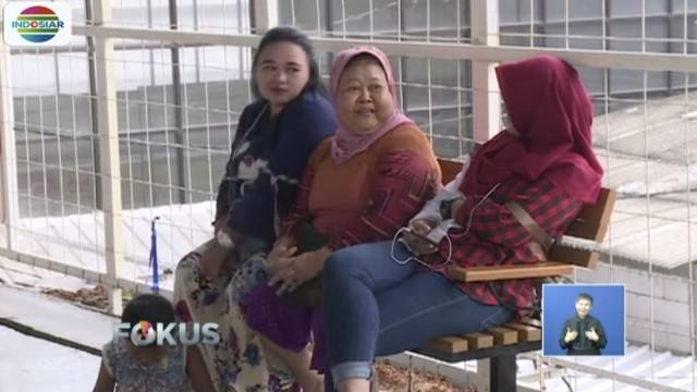 Pemprov DKI Jakarta tambah fasilitas baru di Skybridge Tanah Abang, Jakarta Pusat, berupa bangku kayu.