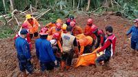 Tim SAR gabungan menemukan korban kedua longsor Kalijering, Kebumen. (Foto: Liputan6.com/Basarnas)