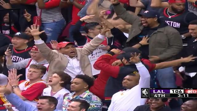 Berita video aksi-aksi terbaik dari guard Houston Rockets, James Harden pada kuarter keempat NBA musim ini.