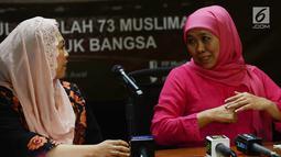 Ketua Umum PP Muslimat NU Khofifah Indar Parawansa (kanan) didampingi Ketua Panitia Harlah Muslimat NU Yenny Wahid menyampaikan paparannya jelang Harlah ke-73 Tahun Muslimat NU, Jakarta, Jumat (25/1). (Merdeka.com/Imam Buhori)