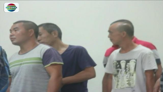 Petugas Imigrasi di Batam, Kepulauan Riau, mengamankan delapan warga China yang bekerja di sebuah perusahaan secara ilegal.