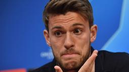 Foto file diambil pada 9 April 2019. Bek Juventus, Daniele Rugani, saat konferensi pers jelang laga melawan Ajax di Johan Cruyff Arena. Rugani dinyatakan positif terkena virus corona, yang diumumkan klub Juventus pada 11 Maret 2020. (AFP/Emmanuel Dunand)