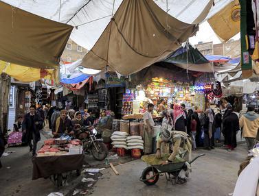 Suasana Pasar di Kota Yaman Jelang Lebaran
