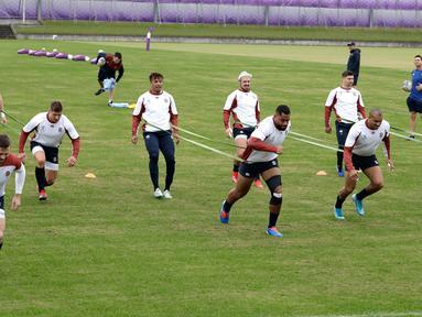 Para pemain rugby Inggris berlatih di Tokyo, Jepang, Selasa (29/10/2019). Inggris akan menghadapi Afrika Selatan di final Piala Dunia Rugby 2019. (AP Photo/Mark Baker)