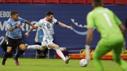 Ini menjadi kemenangan pertama buat Lionel Messi dan kawan-kawan setelah di laga pertama ditahan imbang Chile 1-1. (AP Photo/Eraldo Peres)