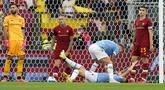 Jose Mourinho menjalani debutnya bersama AS Roma di Derbi della Capitale dengan kekalahan 2-3 dari Lazio dalam pekan ke-6 Liga Italia 2021/2022, Minggu (26/9/2021). Dengan hasil ini, AS Roma tertahan di posisi 4 klasemen sementara dengan raihan 12 poin. (AP/Andrew Medichini)