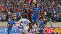 Duel PSIS Semarang versus PSPS Pekanbaru berakhir tanpa gol. (Bola.com/Robby Firly)