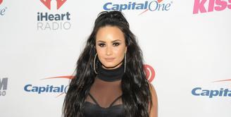 Demi Lovato pernah mengaku bahwa ia tak begitu beragama. Kendati demikian, ia benar-benar mendekatkan dirinya pada Tuhan. (TIMOTHY HIATT  GETTY IMAGES NORTH AMERICA  AFP)
