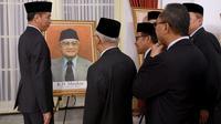 KH Masykur pernah menjabat sebagai Menteri Agama Indonesia pada tahun 1947-1949 dan tahun 1953-1955.(foto: Biro Pers Sekretariat Presiden)