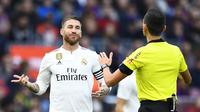Sergio Ramos akan terima keputusan petinggi Real Madrid pecat Lopetegui (GABRIEL BOUYS / AFP)