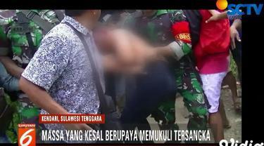 Ratusan warga memadati markas polisi militer yang datang untuk melihat dan memastikan AP diproses secara hukum.