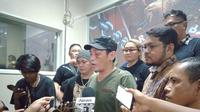 Relawan Joko Widodo. Ninoy Karundeng di Polda Metro Jaya. (Liputan6.com/Yopi Makdori)