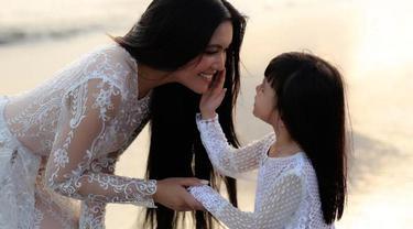 Putri Denada, Shakira Aurum, sudah melewati berbagai tindakan medis. Mulai dari meminum berbagai jenis obat, kemoterapi, hingga pengambilan sumsum tulang belakang.
