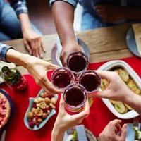 Simak makanan dan minuman yang wajib dihindari jika ingin memiliki gigi putih bersinar.