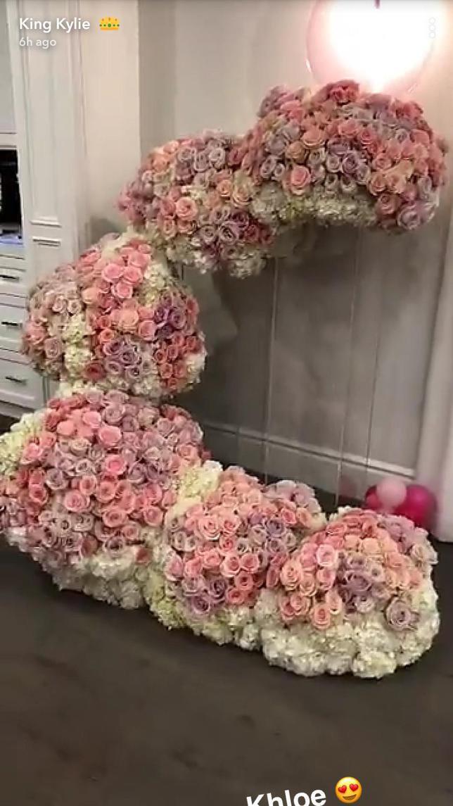 Bunga Mawar Banjiri Rumah Kylie Jenner Pasca Melahirkan So Sweet Lifestyle Fimela Com