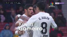 Berita video highlights pertandingan antara Atletico Madrid Vs Valencia yang berakhir dengan skor 3-2. Kemenangan ini membuat Los Rojiblancos menunda pesta juara Barcelona.