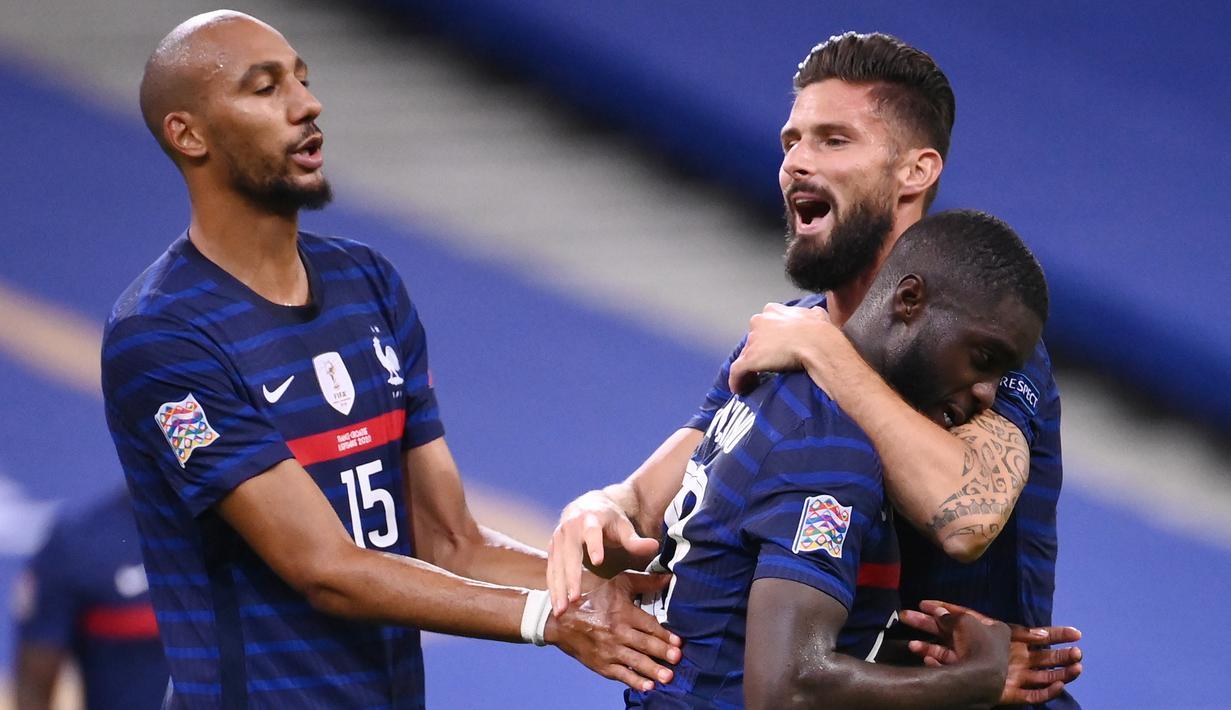 Pemain Prancis merayakan gol yang dicetak Olivier Giroud ke gawang Kroasia pada laga UEFA Nations League di Stade de France, Prancis, Rabu (9/9/2020) dini hari WIB. Prancis menang 4-2 atas Kroasia. (AFP/Franck Fife)