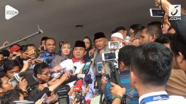 Ketua Dewan Kehormatan PAN Amien Rais selesai diperiksa Polda Metro Jaya setelah 6 jam. Amien Rais merasa dimuliakan oleh polisi.