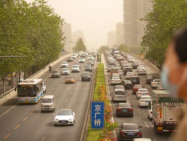 FOTO: Badai Pasir Terjang Beijing